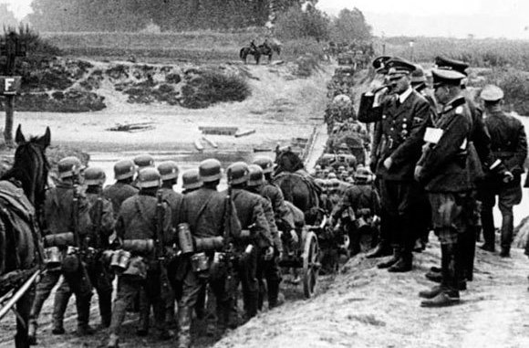 Hitler invade la Polonia